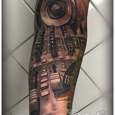 Vienna-Ink-Lines_individuelle_Tattoo_Designs_auf_hoechsten-kuenstlerischen_Niveau_wien