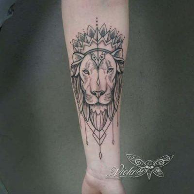 Viola_Vienna-Ink-Lines-Tattoo-Studio-Wien-_7